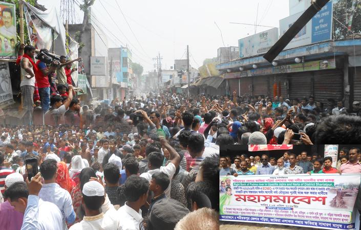 বেরীবাঁধের দাবীতে নড়িয়ায় সকাল-সন্ধা গণঅবরোধ পালিত